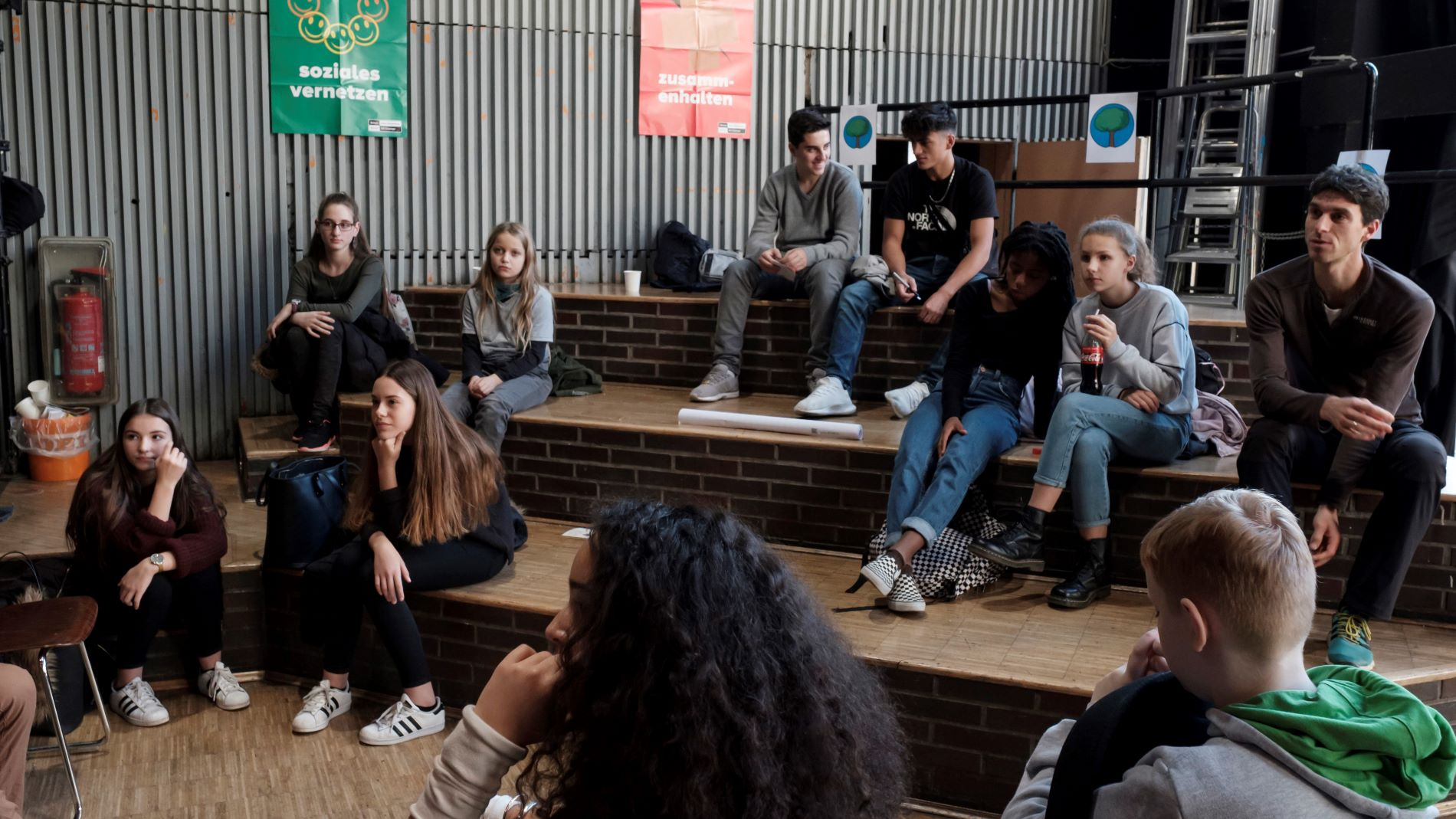 Schüler*innen bei einem vernetzungstreffen von SOR-SMC